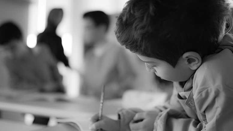 Öğretmen Okulun İlk Gününde Bir Yalan Söyledi